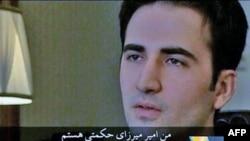تصویر امیر میرزایی حکمکتی که مدتی پس از دستگیری در تلویزیون دولتی ایران پخش شد.