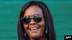 (FILES) This file photo taken on August 25, 2017 shows Zimbabwe's first lady Grace Mugabe attending the opening of the annual agricultural fair in the capital Harare. Zimbabwe's leading university has published the thesis submitted by former first lady Grace Mugabe, who was controversially awarded a doctorate which is now the subject of a fraud investigation. / AFP PHOTO / Jekesai NJIKIZANA