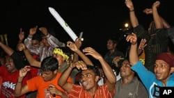 غیر ملکی مزدور دبئی آئیڈل میں موسیقی سے لطف اندوز ہورہے ہیں