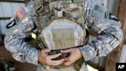 Pelindung tubuh termasuk barang-barang yang dicuri di Fort Campbell, Kentucky. (Foto: Dok)