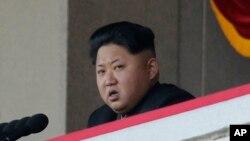 김정은 북한 국방위원회 제1위원장이 지난 10월 평양에서 열린 노동당 창건 70주년 열병식에서 연설하고 있다.