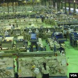 Para pekerja perempuan sektor industri (Foto: dok)