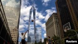 """""""Bir Dünya Ticarət Mərkəzinin"""" Aşağı Manhattandan görüntüsü"""