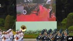 Hình ảnh bắn đại bác được truyền trực tiếp tại buổi lễ đón ông Tập Cận Bình tại Phủ Chủ tịch hôm 12/11.