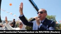 اردوغان وایي امریکا په ترکیې د شاڅخه د چاړې ګوزار کړې دی.
