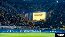 La UEFA anuncia suspensión hasta el miércoles 12 de abril, del partido entre el Borussia Dortmund y el Mónaco en los cuartos de final de la Liga de Campeones, después que tres explosivos fueron detonados al paso del autobús del equipo alemán. Foto @BVB