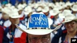 Delegasi Partai Republik dari Texas mengenakan topi koboy di Konvensi Nasional Partai Republik di Tampa, Florida. (Foto: AP)