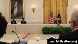 პრეზიდენტი ბაიდენი თეთრ სახლში ეროვნული უსაფრთხოების გუნდის წევრებს ხვდება. 25 აგვისტო, 2021 წ.