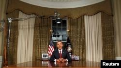 Prezident Obama Oval kabinetdə (arxiv fotosu)