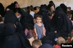 عراقي چارواکي: د داعش د کورنیو سلګونه غړي یې په یوه کمپ کې ساتلي