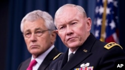 Joint Chiefs Chairman Gen. Martin Dempsey (r) accompanied by Defense Secretary Chuck Hagel, speaks during a news conference at the Pentagon, Dec. 4, 2013.