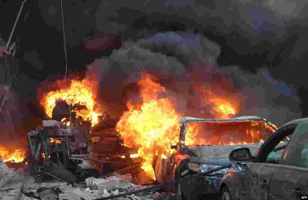 시리아 홈스에서 차량 폭탄테러가 발생했다. 시리아에서는 2011년 3월 이후 지금까지 15만 여 명의 사람들이 사망했다.