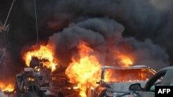 Sebuah bom mobil meledak di Jalan al-Khudary di kota Homs, Suriah hari Rabu (9/4).