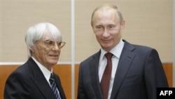 Берни Экклстоун (слева) и Владимир Путин. Сочи. Россия. 14 октября 2010 года