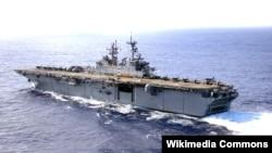 Tàu sân bay trực thăng USS Bonhomme Richard của Hoa Kỳ chở theo 2.200 binh sỹ Hoa Kỳ với sự hộ tống của hai tàu khu trục nhỏ đã cập cảng của Philippines hôm 5/10