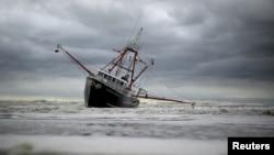 قاچاقبران انسان، پناهجویان را سوار بر کشتیهای فرسودۀ ماهیگیری به اروپا می فرستند