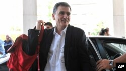 Greek Finance Minister Euclid Tsakalotos arrives for a meeting with senior negotiators at a hotel in Athens, July 31, 2015.