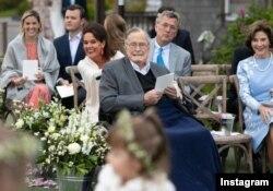 جورج هربرت واکر بوش، پدربزرگ عروس و چهل و یکمین رئیس جمهور آمریکا نیز در مراسم حضور داشت