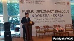 Duta Besar Diplomasi Publik Korea Selatan Bahk Sahng-hoon dalam Dialog Diplomasi Publik Indonesia-Korea di Jakarta, Senin, 15 Oktober 2018. (Foto: VOA/Fatihyah)