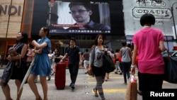 香港一個商場的電視播發美國前國家安全局合同僱員斯諾登已離開香港的消息。