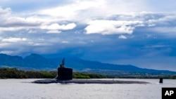 ایک بحری آبدوز پرل ہاربر-ہکم جوائنٹ بیس سے روانہ ہوتے ہوئے (فائل فوٹو) 16 ستمبر 2021ء