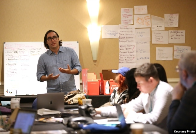 High Country News associate editor and 2018 Harvard University Nieman fellow Tristan Ahtone (Kiowa) conducting workshop for 2018 Native American Journalists Association conference participants. Photo by Frank Robertson, NAJA co-director.