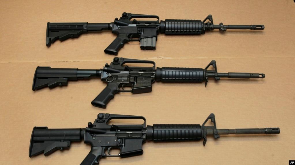 Три варианта винтовки AR-15 (архивное фото)