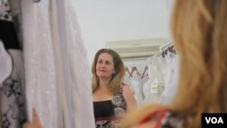 A grieving Liesl Gottert tries to keep busy by working in her bridal store. (D. Taylor/VOA)