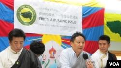 西藏青年会在台北召开记者会(美国之音 张永泰拍摄)