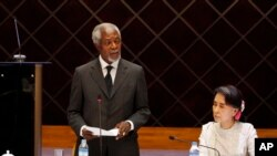 Former U.N. Secretary-General Kofi Annan speaks as Myanmar Foreign Minister Aung San Suu Kyi, left, listens during a meeting with members of the National Reconciliation and Peace Center (NRPC), Sept. 5, 2016, in Yangon, Myanmar.