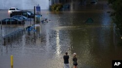 Jalanan yang terdampak banjir yang dipicu oleh badai Ida di Philadelphia, 2 September 2021. (AP Photo/Matt Rourke)