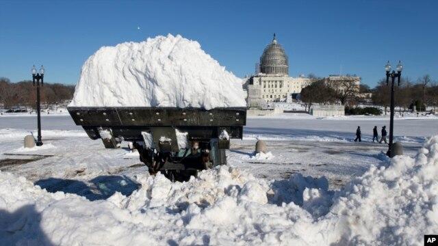 Вид на Капитолий в Вашингтоне 24 января 2016 года.