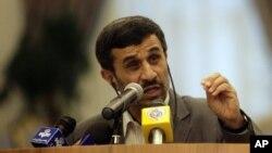 기자회견을하는 아마디네자드 이란 대통령(자료사진)