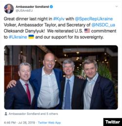 Твіт з фотографією Сондленда у Києві 26 липня 2019 р.