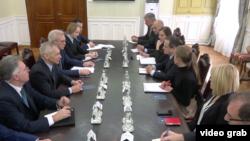Ministar inostranih poslova Srbije Ivica Dačić tokom sastanka sa zamenikom šefa ruske diplomatije Aleksandrom Gruškom, u Beogradu, 29. novembra 2019.