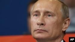 Vladimir Poutine a fustigé l'ingérence étrangère, notamment celle des Etats-Unis, qui ont démenti