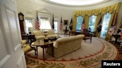 Kantor Oval (The Oval Office), Gedung Putih, Washington DC, 22 Agustus 2017.