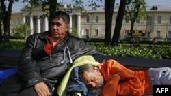Pripadnici opozicije u Moskvi nakon što je policija razbila skup u jednom parku u centru glavnog grada Rusije, 16. maj 2012.