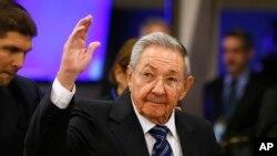 Chủ tịch Cuba Raul Castro đến phiên họp lần thứ 70 của Đại hội đồng Liên Hiệp Quốc tại trụ sở Liên Hiệp Quốc ở New York, ngày 28 tháng 9 năm 2015.