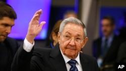 Rais wa Cuba, Raul Castro akiwasili kwenye kikao cha 70 kwenye mkutano wa baraza kuu la UN huko New York, Sept. 28, 2015.