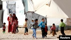 Trẻ em Syria chơi đùa tại trại tị nạn Al Zaatri ở thành phố Mafraq, Jordan, gần biên giới với Syria, 23/1/2014.
