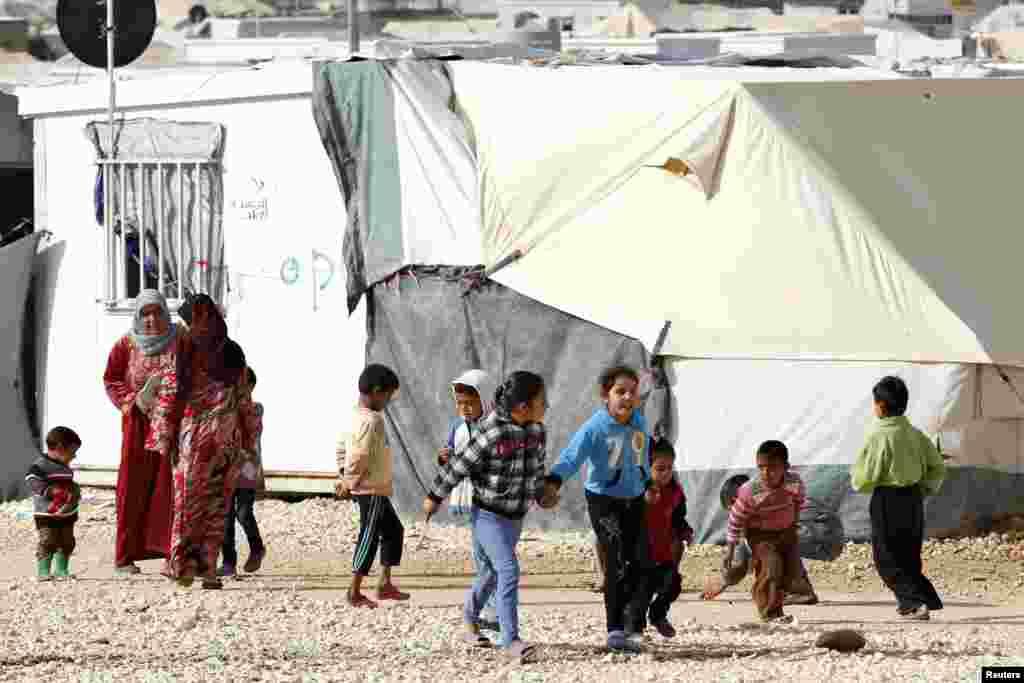 شام میں امن کی راہ تلاش کرنے کے لیے عالمی کوششیں جاری ہیں۔