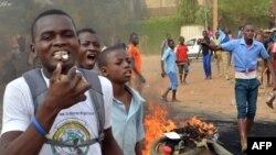 Des étudiants lors d'une manifestation à Niamey, 30 avril 2014.