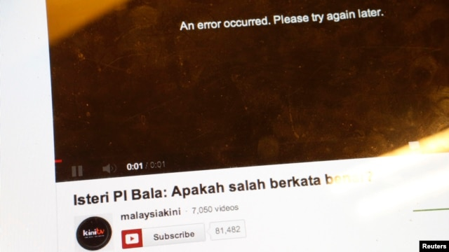 A screen shows an error message on a malaysiakini.com website at its office in Kuala Lumpur, Malaysia, May 3, 2013.