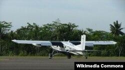 Pesawat charter jenis Pilatus Turbo Porter milik maskapai Susi Air lepas landas dari Airport Nusawiru, Jawa Barat (Foto: dok). Jenis pesawat inilah yang jatuh di Kalimantan Timur dan menewaskan penumpangnya, warga Australia