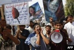 Binlerce Afgan Pakistan'ı Protesto Etti