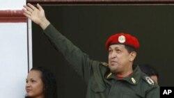 委內瑞拉總統查韋斯星期一在加拉加斯向支持者致意
