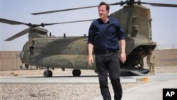 Премьер-министр Великобритании Дэвид Кэмрон в афганской провинции Гельменд. 18 июля 2012 г.