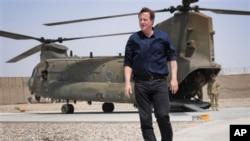 Thủ tướng David Cameron đến gặp các binh sĩ Anh trong tỉnh Helmand, Afghanistan, 18/7/2012