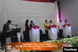 Suasana pelaksanaan Debat Publik Terbuka Pasangan Calon Bupati dan Wakil Bupati Kabupaten Poso 2020. Sabtu (31 Oktober 2020) Foto : KPU Kabupaten Poso